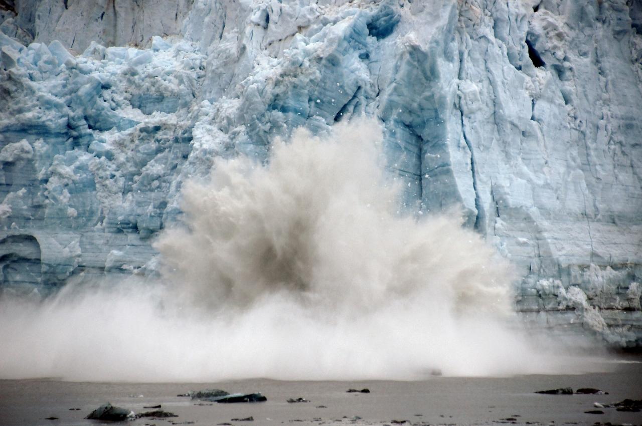 Alaskan-glacier-calving